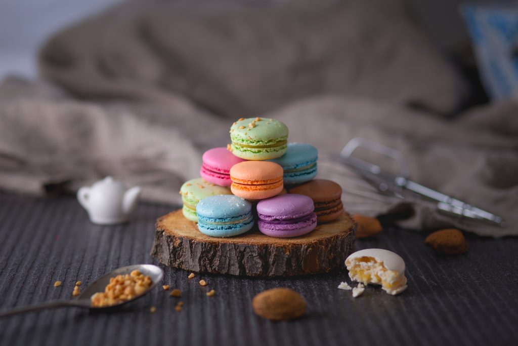 bright French macarons recipe