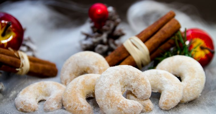 Austrian Holiday Vanillekipferl Cookie Recipe (Vanilla Crescent Cookies)