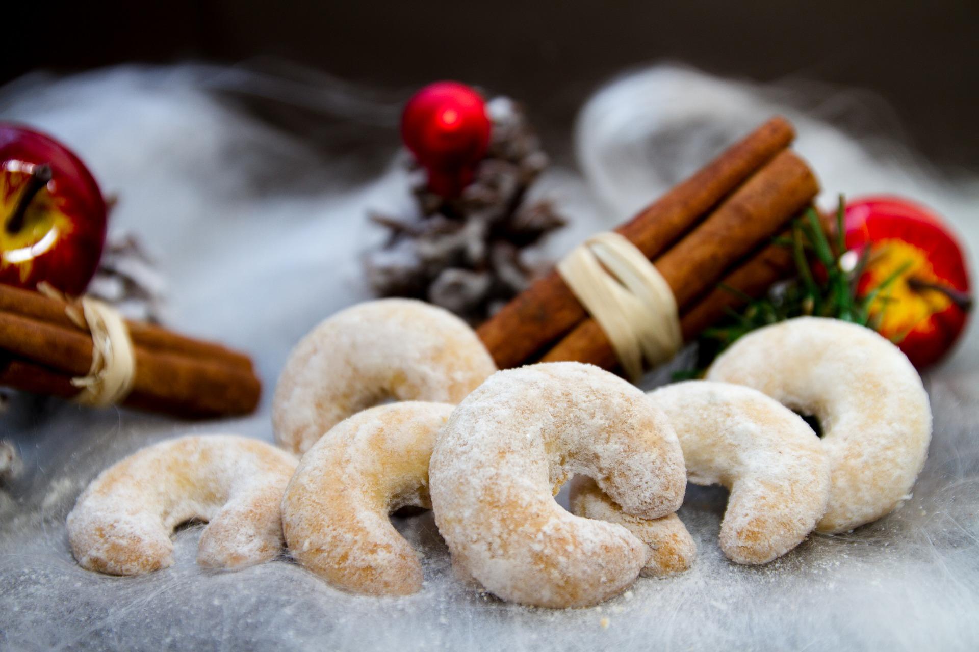 Austrian Holiday Vanillekipferl Cookie Recipe (Vanilla Crescent Cookies)