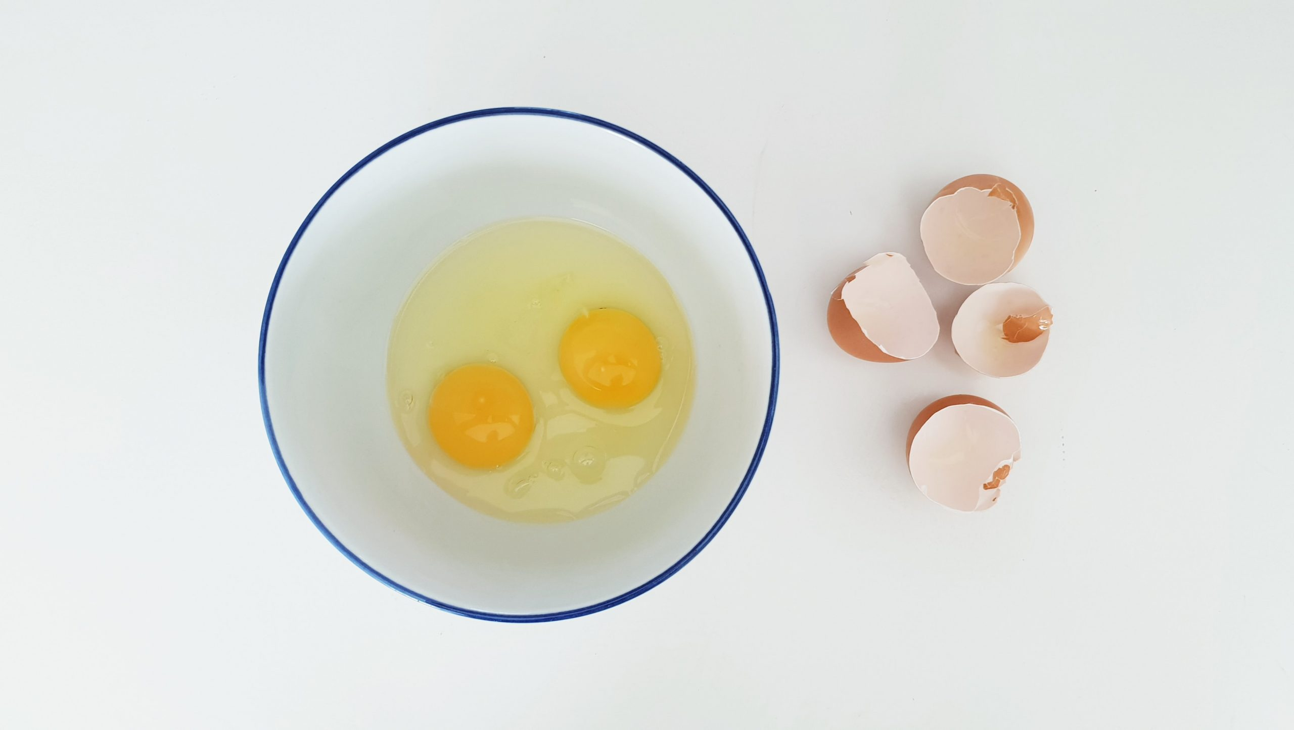 How To Perfectly Crack An Egg And Fry It Without Oil