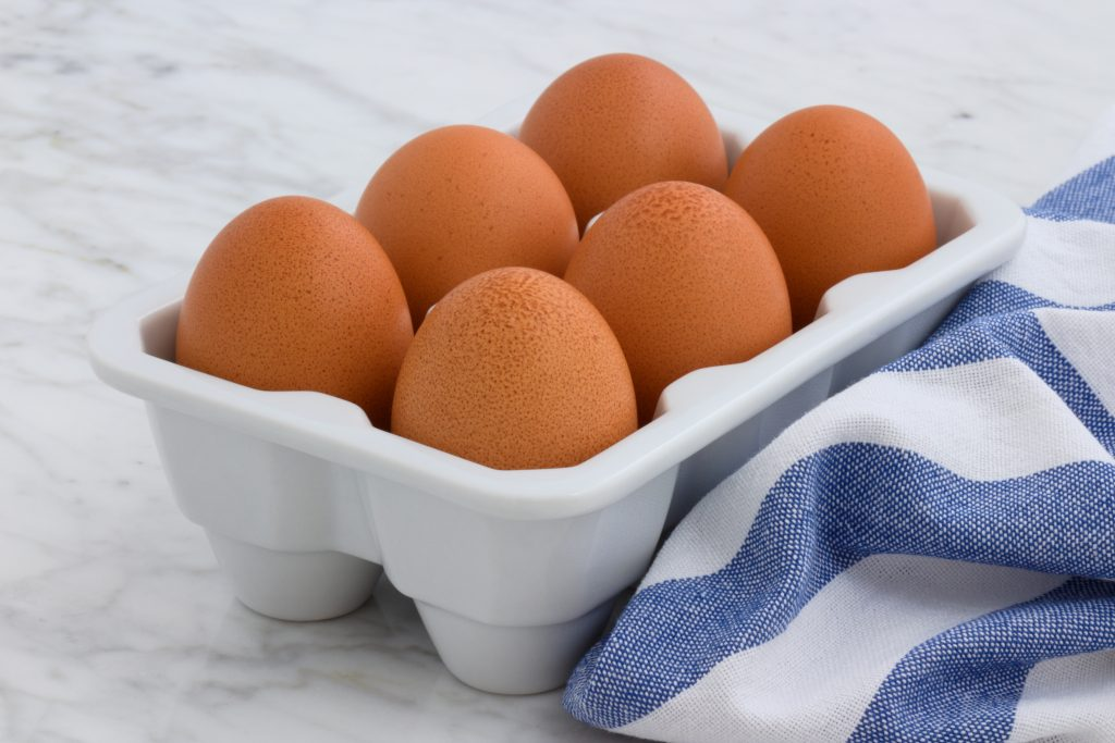 Is-there-a-proper-way-to-crack-an-egg