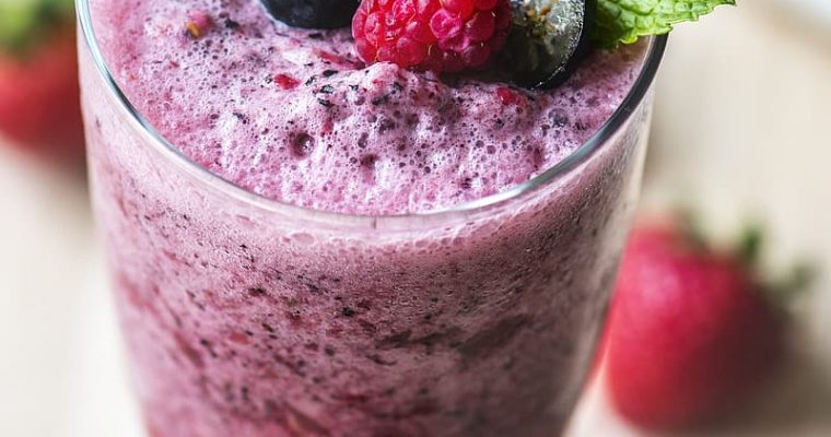 vegan triple berry smoothie