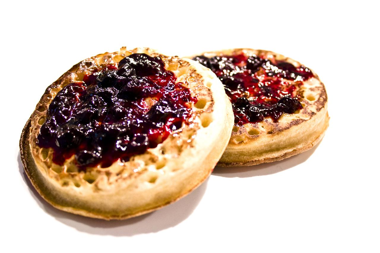 Classic Homemade Crumpets Recipe With Yeast And Baking Powder